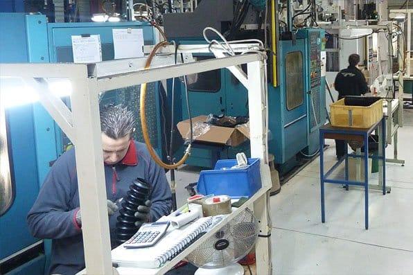atelier-fabrication-piece-caoutchouc1